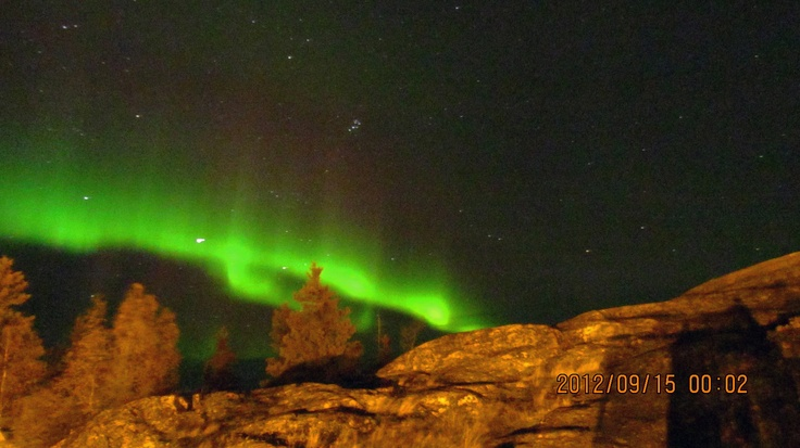 Aurora de Otoño en el Pilot's Monument en Yellowknife