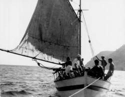 Με τη βάρκα στον Αη Γιάννη Πηλίου 1958   Φωτογράφος Τάκης Τλούπας http://takis.tloupas.gr
