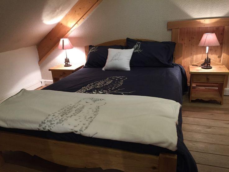 Un idée déco pour une chambre classe et chaleureuse cet hiver #deco #montagne #lit #couette #plaid #bleu #blanc #hiver