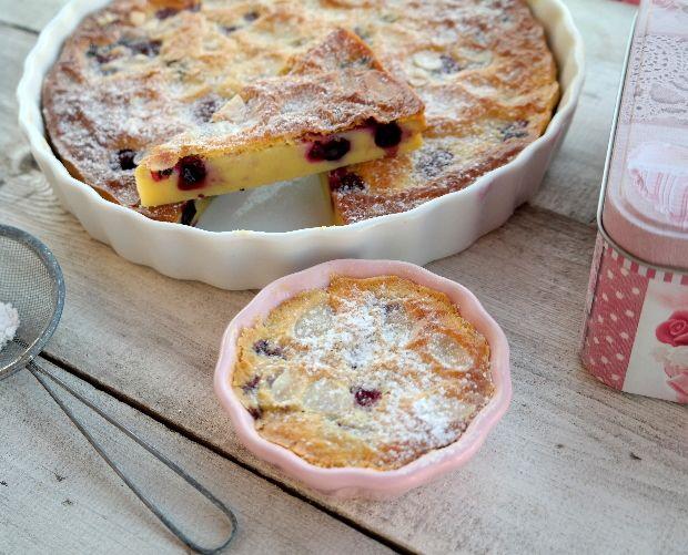 Ez a könnyű, tejes sütemény, épp olyan finom, mintha csak a nagyi sütötte volna! A gyümölcsök miatt illatos és zamatos. És mivel nem kerü...