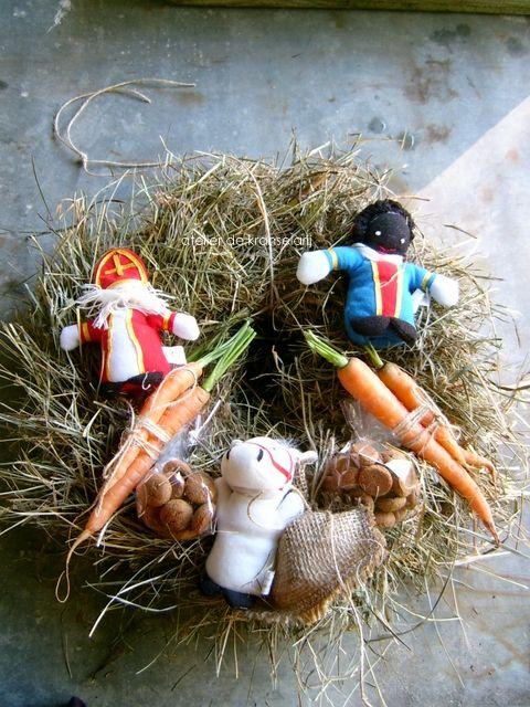 Geweldige Sinterklaaskrans voor in huis tijdens de feestdagen. Gevonden via de kranselarij.nl