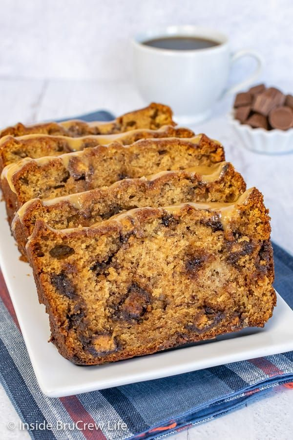 Peanut Butter Cup Banana Bread In 2020 Peanut Butter Banana Bread Easy Banana Bread Easy No Bake Desserts