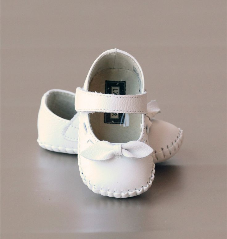 L'Amour Infant Girls White Mary Jane Crib Shoe with Bow