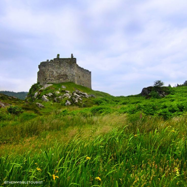 What's your most memorable travel experience? ✈️ Visiting Castle Tioram is definitely one of mine. Even though I live on the other side of the world I had an overwhelming feeling of being at home, right there next to this castle ruin overlooking Loch Moidart in the Scottish Highlands. Have you ever visited where your ancestors lived? I'd love to know! 🌏 #traveltheworld #theinvisibletouristway ~