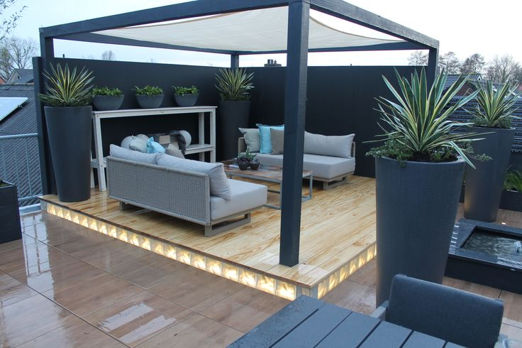 Tuinen | Gardens ✭ Ontwerp | Design Huib Schuttel | Keramiek van MBI De steenmeesters Lighting around base of deck is awesome.