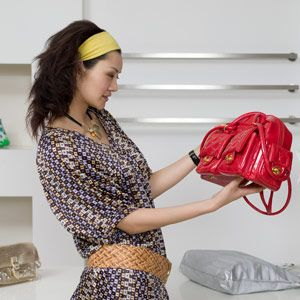 11 ways to tell if a handbag is fake: http://www.women24.com/FashionAndBeauty/NewsandTrends/How-to-Spot-a-Fake-Designer-Bag-20120117