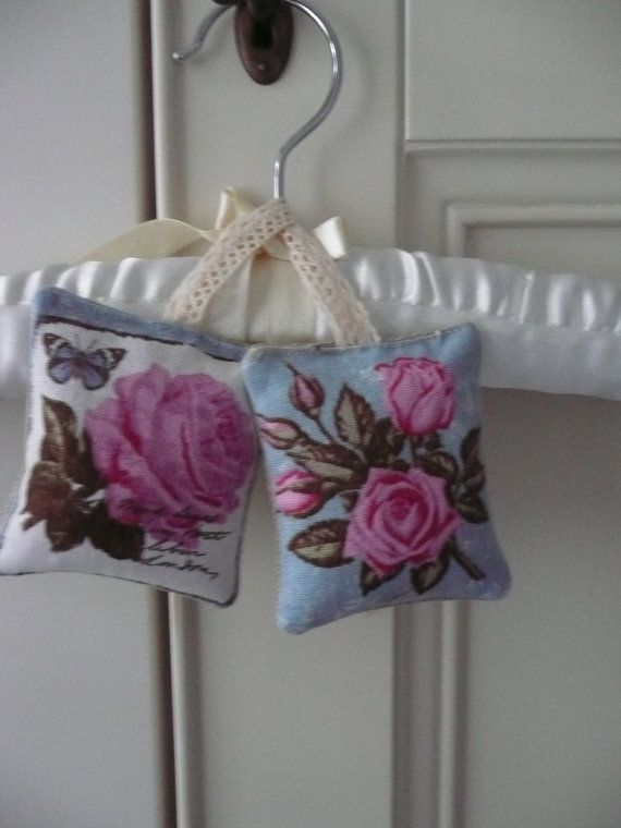 Two Hanging Lavender Sachets in a Vintage Style Botanical Fabric, Organic Dried Lavender from Provence, Drawer Freshener, Scented Gift