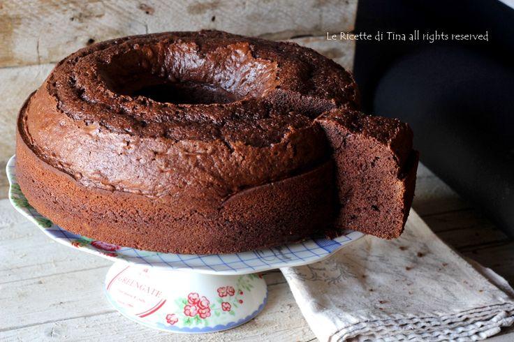 Ciambellone con cioccolato uova di Pasqua,smaltite anche voi la cioccolata che giace in casa con questa ricetta,ciambellone per colazione e merenda