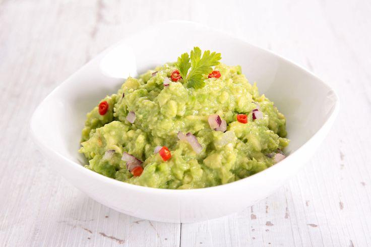 Vestitul sos mexican e atat de gustos, ca sigur te vei indragosti de el. Prepara Guacamole de casa din doar cateva ingrediente, in 10 minute.