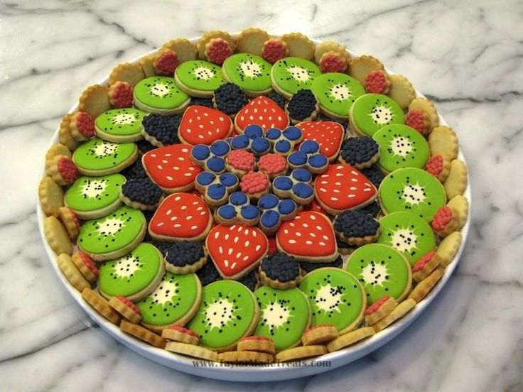 Cookies arranged like a tart