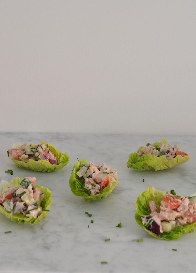 Gezond hapje/lunch: slabakjes met tonijn en komkommer