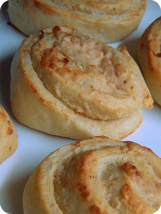 Sonkás-krémsajtos csigák túrós-olajos tésztából | Mai Móni