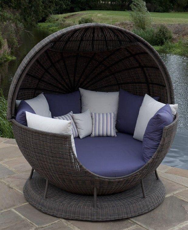 Eksklyuzivnoe Ulichnoe Kreslo Shar Pletyonoe Iz Rotanga Dlya Dvoih Bolshe Idej Dizajnerskaya Me Backyard Patio Furniture Outdoor Furniture Decor Backyard Furniture