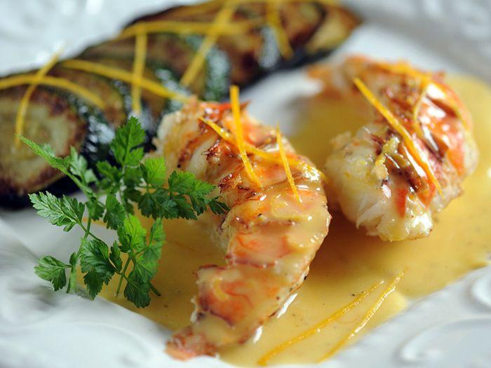 Découvrez la recette Langoustes au beurre d'agrumes sur cuisineactuelle.fr.