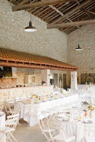 Mas des Comtes de Provence Jacqueline et Pierre -              Xavier Navarro - Un mariage champetre chic en Provence - La mariee aux pieds nus