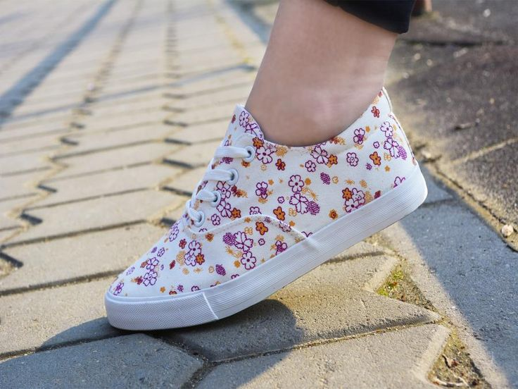 Tenisi Spring  #sneakers #shoes #new #spring #collection #springcolor #white #sport #springnews #girls #elegance #lady #woman #fashion