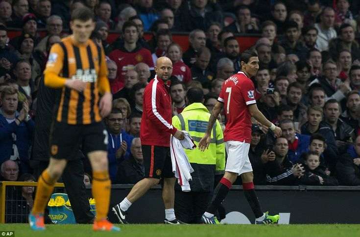 Di Maria walks injured from the pitch during the Premier League win over Hull...