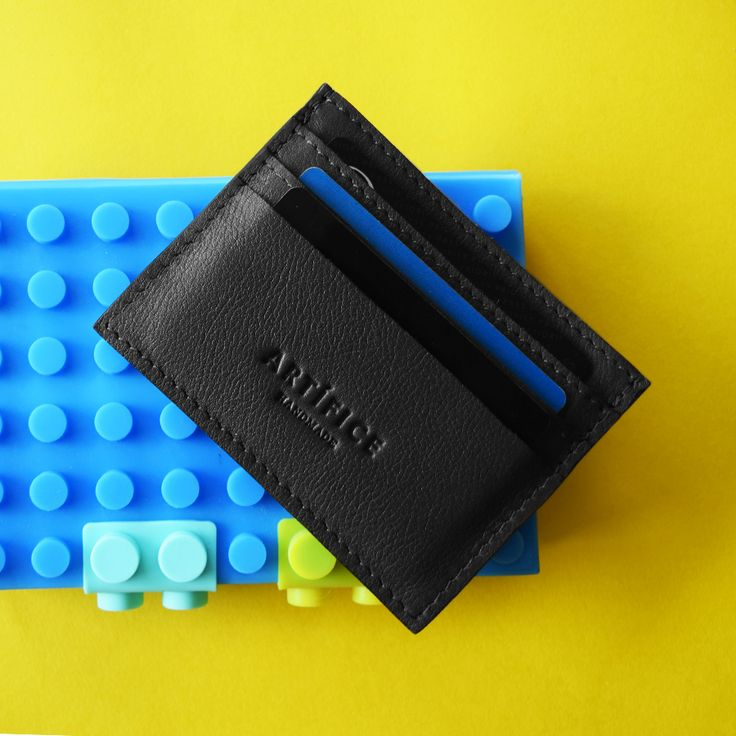 Accessories designed to keep you organised. Accesorios diseñados para mantenerse organizado 👌😎💙💳🙌 #cardholder #accessories #accesorios #men #fashion #moda #trend #handmade #artifice #tarjetero #leather #black #essentials #basicos #modamasculina #card #newbrand