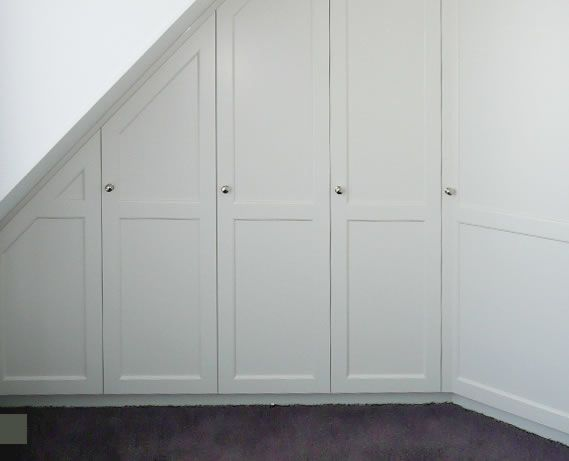 Mooie kledingkast voor onder het schuine dak gezien op www.spant.nl