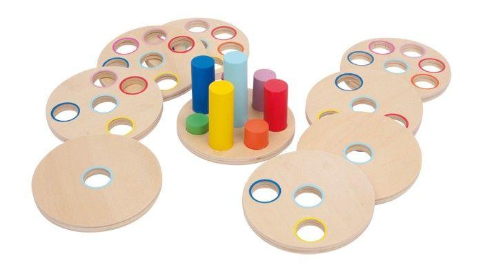 www.malinowyslon.pl      Patrz dokładnie, zastanów się, wypróbuj i odpowiednio wciskaj - super gra do szkolenia motoryki i koordynacji wzrokowo-ruchowej! 8 stabilnych tarcz (grubość 1 cm) ze starannie wygładzonej sklejki, do wkładania na kolorowe pałeczki. Ponieważ pałeczki są różnej długości i każda tarcza ma inną ilość otworów, rozwiązanie jest tylko jedno.