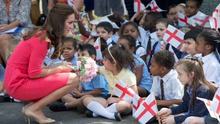 Függőknek segít Katalin hercegné http://www.nlcafe.hu/sztarok/20140702/katalin-hercegne-london-latogatas/