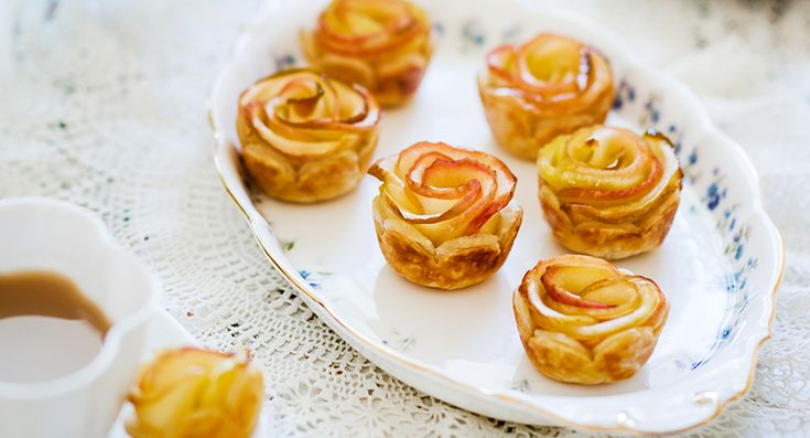 Apple rosebud tarts | These delightful apple bite-sized treats make it difficult to stop at just one