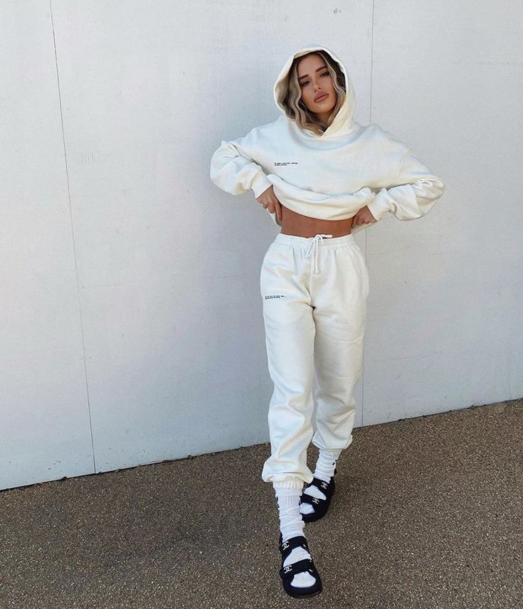 Instagram   Tracksuit outfit women, Tracksuit outfit
