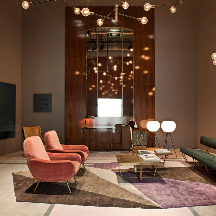 The Set For Spring 2014 Included A Console Table, Couch