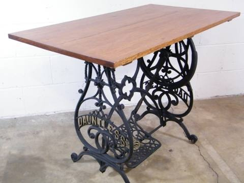 Very nice repurposed vintage antique cast iron dauntless - Table machine a coudre singer ...