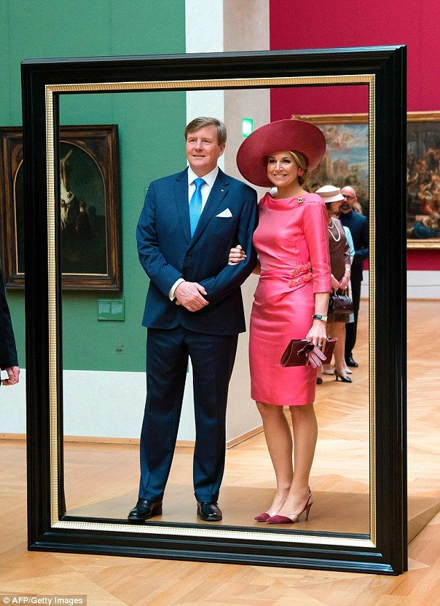 We've been framed: The royal couple posed for a perfect picture before stepping through
