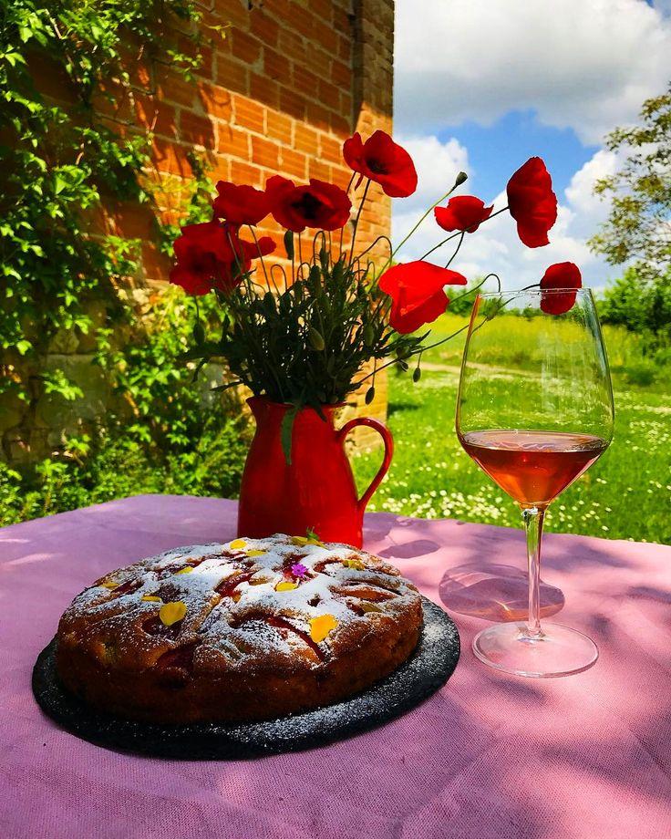 "532 Beğenme, 18 Yorum - Instagram'da Ella Martino (@ellamartino): ""Torta di rabarbaro, fragole e crema pasticciera/ Вообще все знают, что я не фан сладкого.…"""