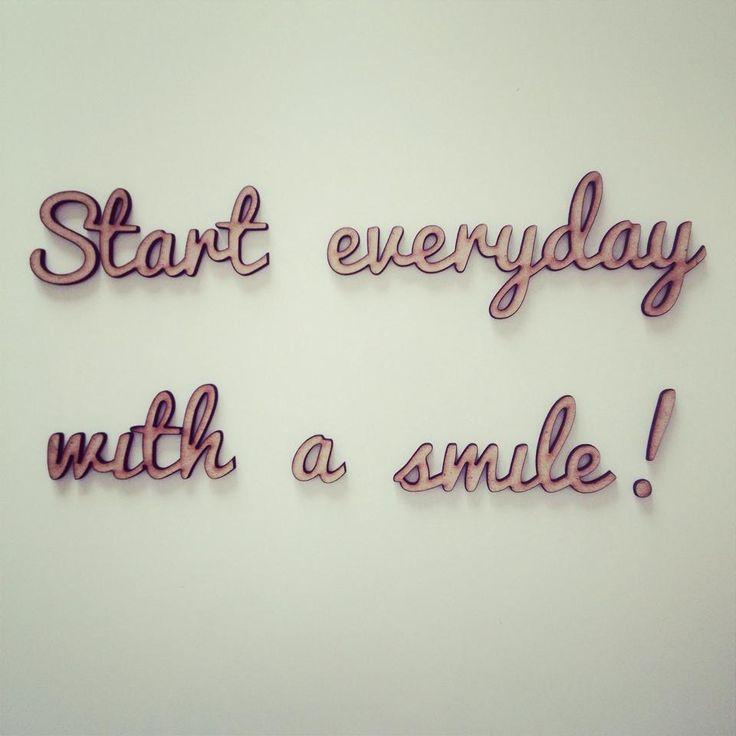 Comincia ogni giorno con il sorriso! :)  #quote #homegram #decorazioni #casa #scritte #3D #frasi #muro homegram.it