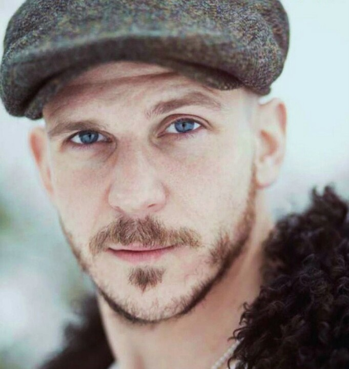 Gustaf Skarsgard is absolutely amazing on Vikings! Love Floki