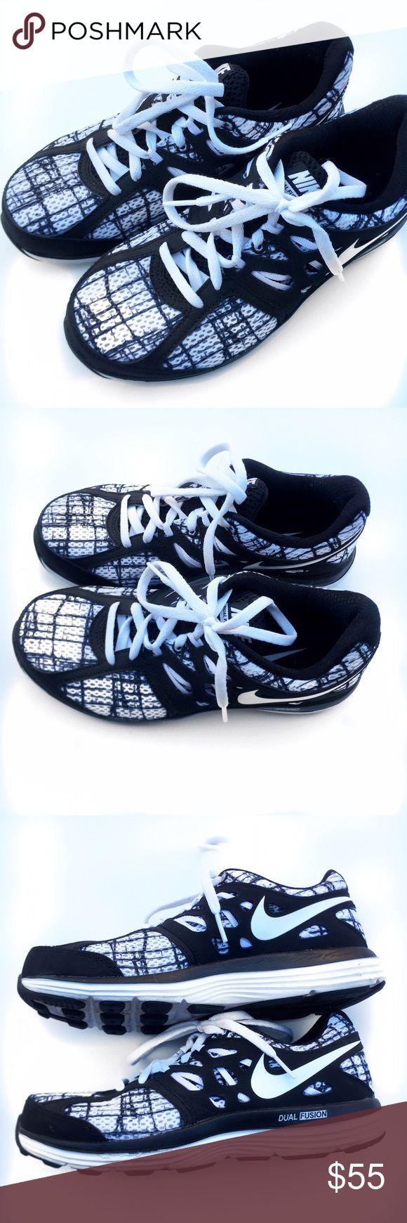 Nike Women's Shoes Nike Dual Fusion women's shoes only worn twice. Nike Shoes Sneakers