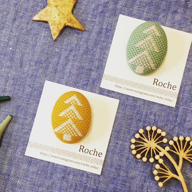 14 Dec. 2017 ❄︎☔︎ こんにちは! 今日はRocheさん @roche_mika の作品のご紹介です。こちらはツリーの紋様のブローチです🌲🌲🌲 冬の装いが楽しくなりそうです♡  #handmade #kogin  #japantraditional  #embroidery  #こぎん刺し #刺し子  #핸드메이드 #手作  #craftsandquilts月と星  #カラコロ工房2階より
