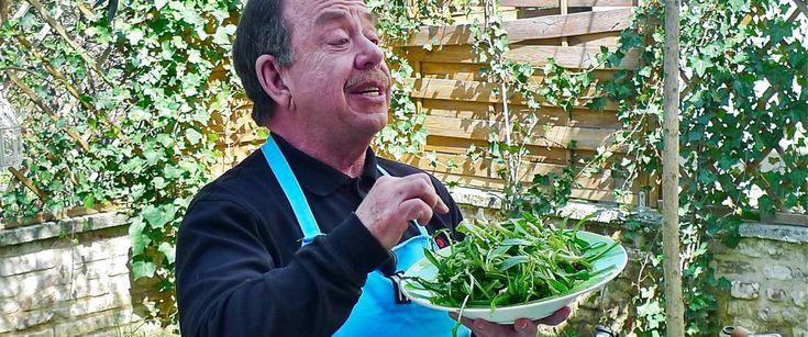 Με αφορμή το νέο του εγχείρημα, το delivery και take away εστιατόριο Μπουκιά και Συγχώριο, ο Ηλίας Μαμαλάκης μιλάει για την τέχνη του σπιτικού φαγητού, τα βάζει με τις super foods και λέει ότι η τηλεόραση μπορεί να περιμένει.