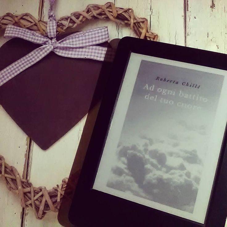 """Grazie a @acupofteandagoodbook per il tag #lastbookyoubaught...il caso ha voluto che l'ultimo libro che abbiamo comprato è proprio il suo!!! """"Ad ogni battito del tuo cuore"""" di Roberta Chillè  #libro #leggere #lettura #ebook #kindle #robertachillè #booklover #bookworm #bookstagram #instabook #booknerd #instapic #instalike #instalove #cuore #heart"""