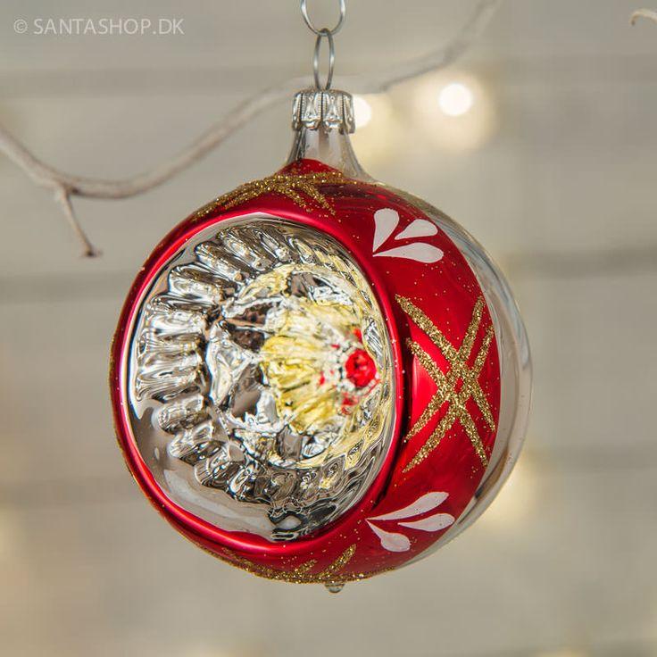 Klassisk reflektor til juletræet i mundblæst glas. Diameter på dette klasiske stykke julepynt er 7,5 cm incl. krave. Reflektoren er lavet i mundblæst glas hos et meget gammelt tysk familiefirma, der er kendt for deres udsøgte kvalitet og store erfaring i gammeldags håndlavet julepynt.
