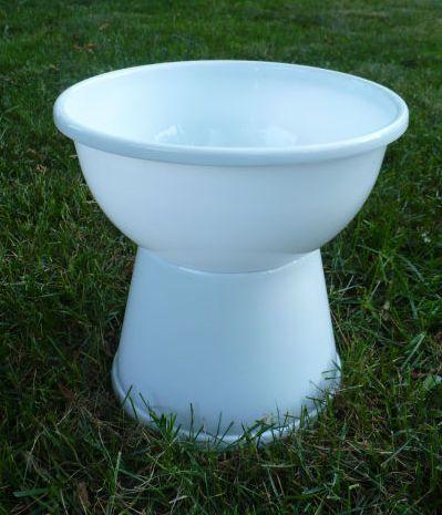 Dollar Store Crafts » Blog Archive » Make a Plastic Bowl Urn Planter