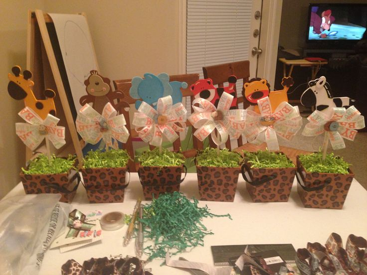 Jungle themed centerpieces diy pinterest the o 39 jays for Baby shower party junge