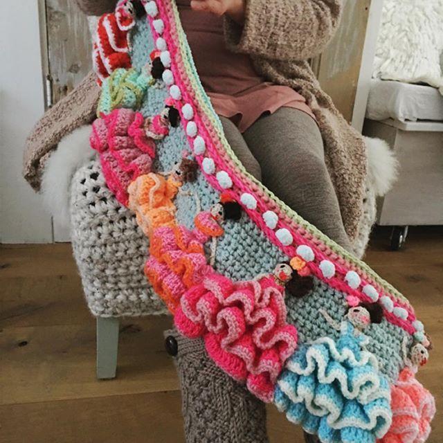 Brrrr ⛄️vandaag blijf ik lekker binnen, zomerse danseressen haken! ❄️❄️ #flamenco #crochettime #coldoutside #adindasworld #newdesign #uncinetto #crochetersofinstagram #haveaniceweekend