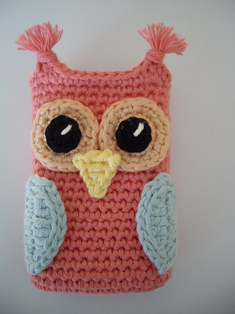 Ravelry: Antoinette06s Camera Case Owl I would love to have this pattern. Couldn't find it on Ravely? ༺✿ƬⱤღ  http://www.pinterest.com/teretegui/✿༻