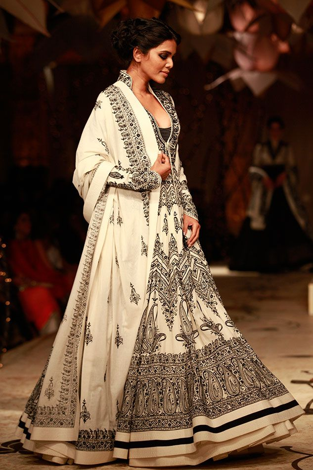A Dreamy white 'n' black Anarkali bu rohit bal♥ i would love to wear this suit if i get a chance