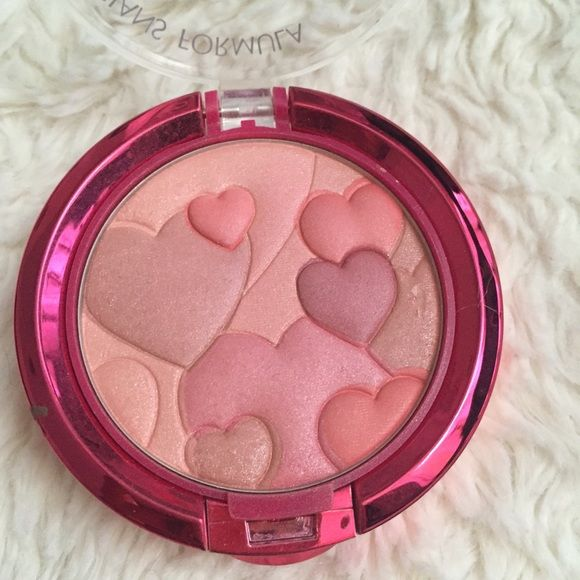 """Physicians Formula Blush FREE WITH PURCHASE! Let me know in a comment that you'd like the blush included & I will create a bundle! Happy Booster blush in """"natural."""" Swatched but not used. Physicians Formula Makeup Blush"""