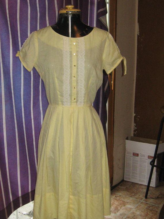vintage retro      1950s  Yellow cotton and lace trim dress