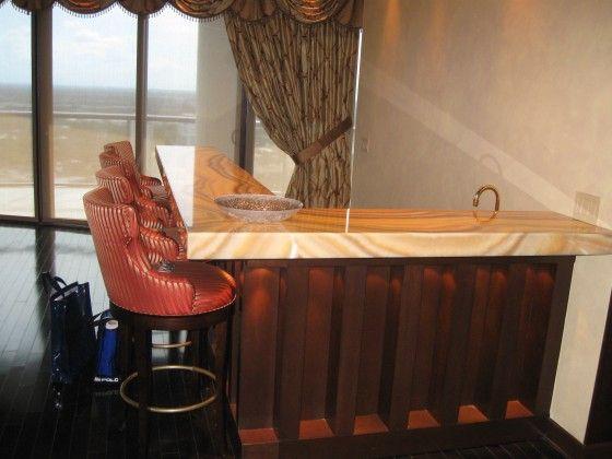 #bar #home #homebar #luxury #counter #countertop #honey #honeyonyx #onyx #southflorida #delaybeach #natureofmarble  #onyxbar #onyxcounter #onyxcountertop