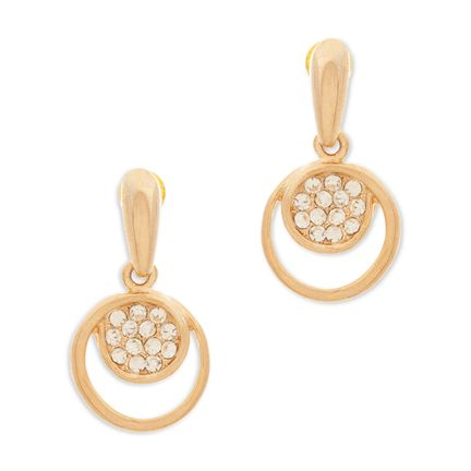 The Hattie crystal drop earrings are a classic pair of dangle earrings with timeless appeal. The gorgeous earrings are a great everyday pair of earrings.