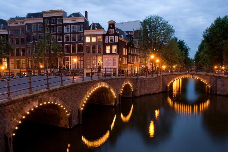 Vista, reguliersgracht, canto, keizersgracht, Amesterdão, Países Baixos, Crepúsculo Vetor
