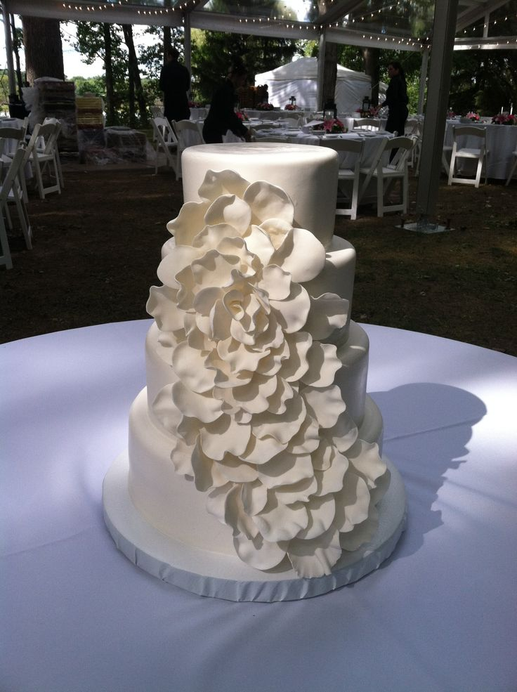 petal wedding cake petal blooming wedding cake www weddingsbyholiday 18301
