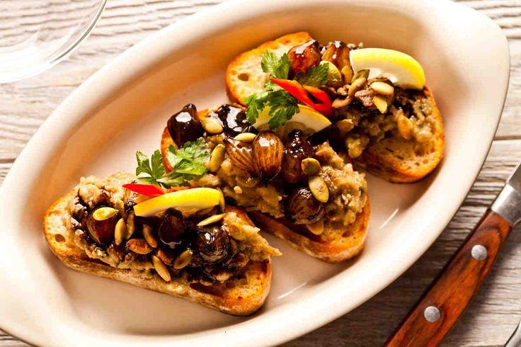Bruschetta z pieczonym bakłażanem i cebulkami #smacznastrona #przepisytesco #bakłażan #bruschetta #cebula #mniam #pycha